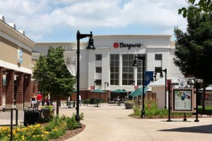 Large retail center sold in Peoria, seller represented by HFF